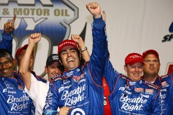 Victory lane: winner Dario Franchitti, Target Chip Ganassi Racing celebrates