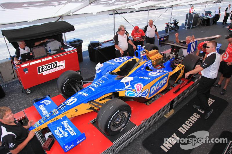 Auto van Dario Franchitti, Target Chip Ganassi Racing bij de technische keuring