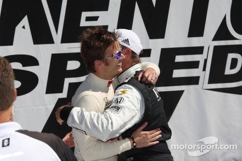Polepositie Ed Carpenter, Panther Racing/Vision met Dan Wheldon, Panther Racing