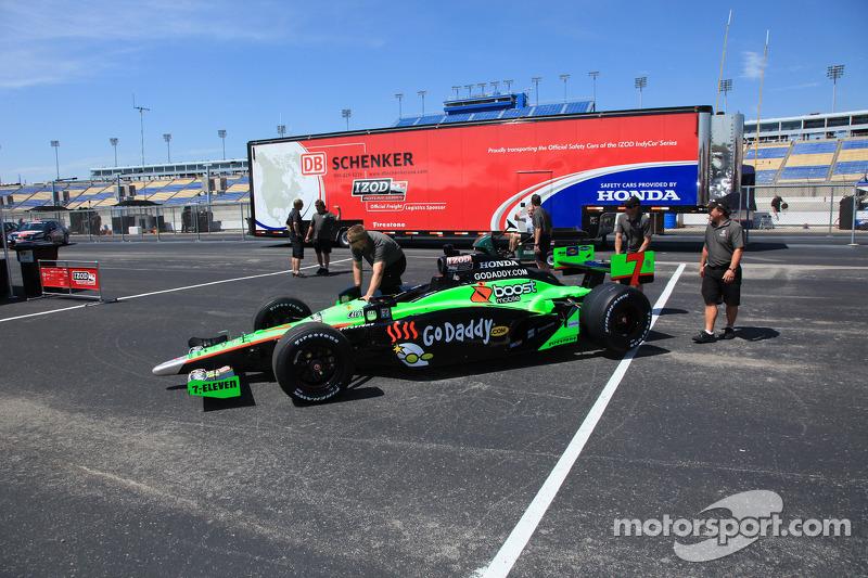 Auto van Danica Patrick, Andretti Autosport bij de technische keuring