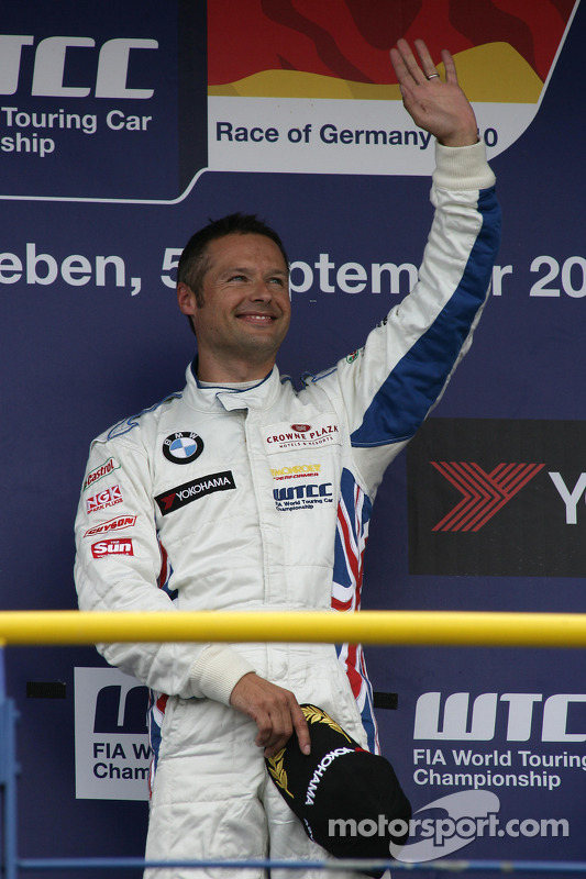 Race winnaar Andy Priaulx BMW Team RBM BMW 320si