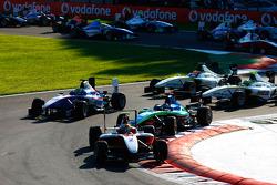Esteban Gutierrez rijdt voor Robert Wickens, Nico Muller en de rest van het veld bij de start
