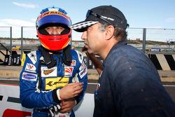 Armaan Ebrahim wordt gefelicteerd met zijn derde positie op de startopstelling voor race 1