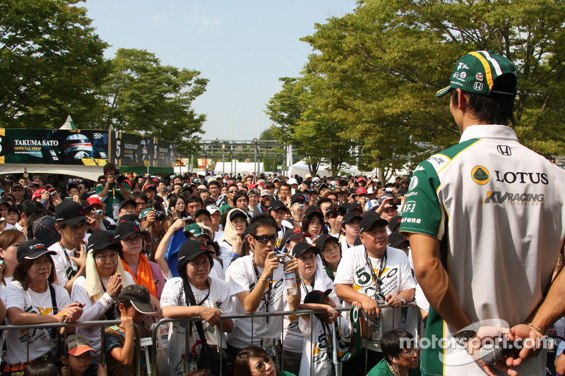 Takuma Sato, KV Racing Technology met de fans