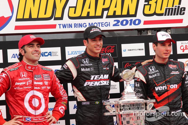 Podium: race winnaar Helio Castroneves, Team Penske, 2de Dario Franchitti, Target Chip Ganassi Racin