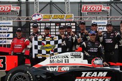 Race winner Helio Castroneves, Team Penske