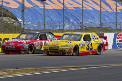 Tony Stewart, Stewart-Haas Racing Chevrolet and Clint Bowyer, Richard Childress Racing Chevrolet battle for the lead