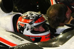 Will Power, Team Penske discusses the problem with a crew member