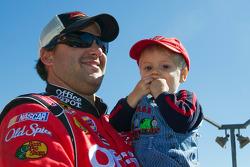 Tony Stewart, Stewart-Haas Racing Chevrolet and Darian Grubb's son, Gavin