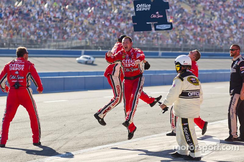 Stewart-Haas Racing Chevrolet vieren zege Tony Stewart
