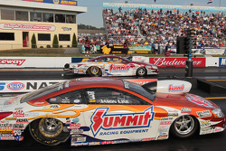 Jason Line competes against teammate Greg Anderson during round 3