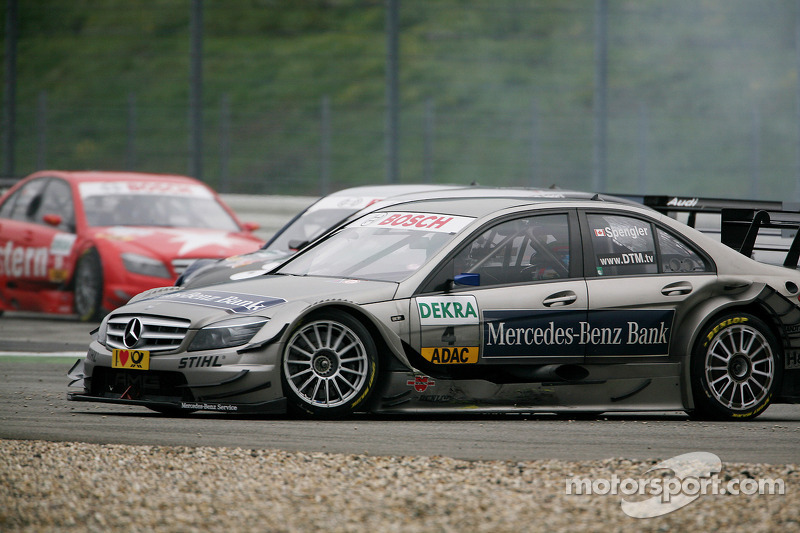 Crash bij de start: Bruno Spengler, Team HWA AMG Mercedes C-Klasse