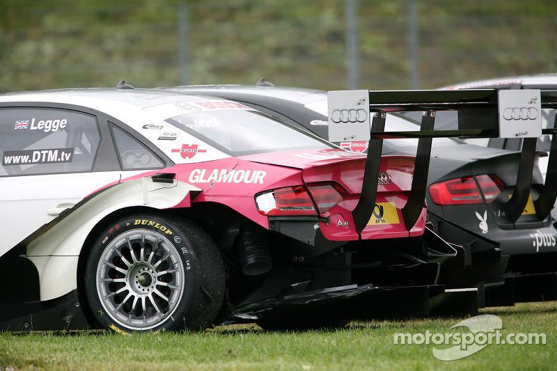 Beschadigde auto van Katherine Legge, Audi Sport Team Rosberg Audi A4 DTM