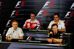 Руководители команд Стефано Доменикали, Ferrari, Эрик Булье, Renault F1 Team, Мартин Уитмарш, McLaren и Кристиан Хорнер, Red Bull Racing на пресс-конференции FIA