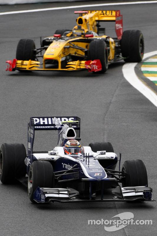 Ніко Хюлькенберг, Williams F1 Team попереду Роберта Кубіци, Renault F1 Team