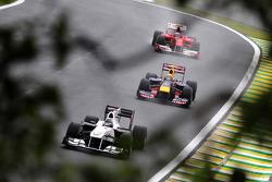 Nick Heidfeld, BMW Sauber F1 Team leads Mark Webber, Red Bull Racing
