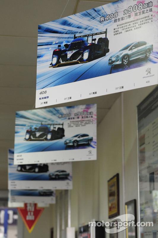 Bezoek aan Peugeot dealer