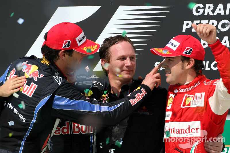Podium: race winnaar Sebastian Vettel, Red Bull Racing, 2de Mark Webber, Red Bull Racing, 3de Fernando Alonso, Scuderia Ferrari, met Christian Horner, Red Bull Racing, Sporting Director