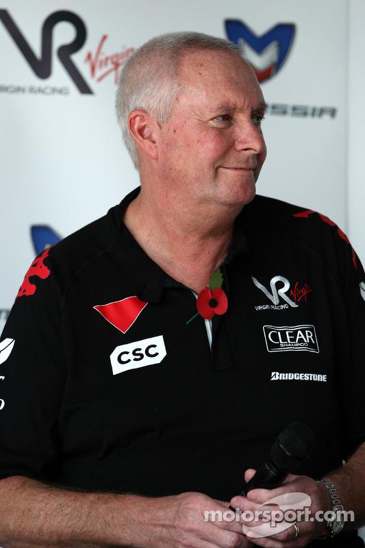 John Booth, Virgin Racing Sportief directeur tijdens een persconferentie waar Virgin Racing aankondigt dat Marussia een aandeel in het team heeft gekocht