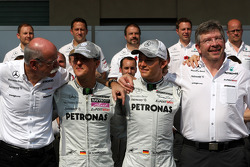Mercedes team photo, Dr. Dieter Zetsche, Chairman of Daimler, Michael Schumacher, Mercedes GP, Nico Rosberg, Mercedes GP, Ross Brawn Team Principal, Mercedes GP