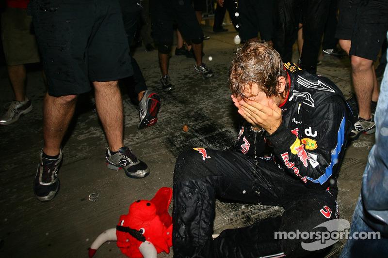 """2010 - Se em 2009 Vettel """"só"""" venceu a prova, no ano seguinte o alemão conquistou seu primeiro título"""