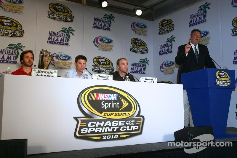 Persconferentie met de titelkandidaten: Jimmie Johnson, Hendrick Motorsports Chevrolet, Denny Hamlin