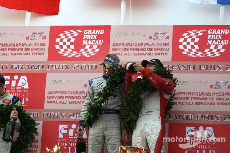Podium: winnaar Edoardo Mortara en 3de Valtteri Bottas