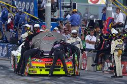 Jeff Gordon, Hendrick Motorsports Chevrolet en camino a los pit con problemas