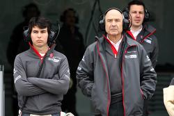 Sergio Pérez, Sauber F1 Team y el dueño del equipo Peter Sauber, Sauber F1 Team