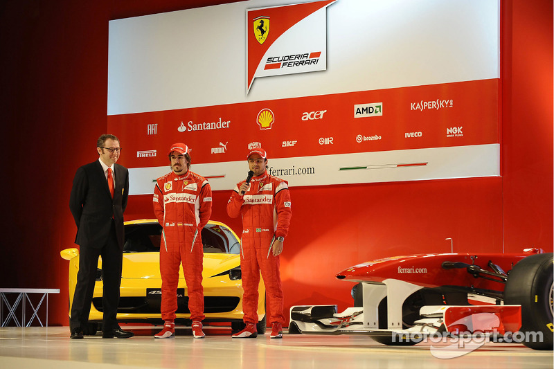 Stefano Domenicali, Fernando Alonso, Felipe Massa en la presentación del Ferrari F150