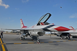 USAF Thunderbirds: F16 fighters flown by the Thunderbirds