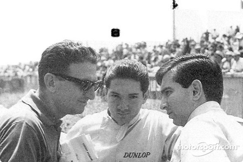 Pedro and Ricardo Rodríguez at Le Mans confering with Eugenio Dragoni, Ferrari's team manager. Pedro is facing the camera, Ricardo gives his left profile.