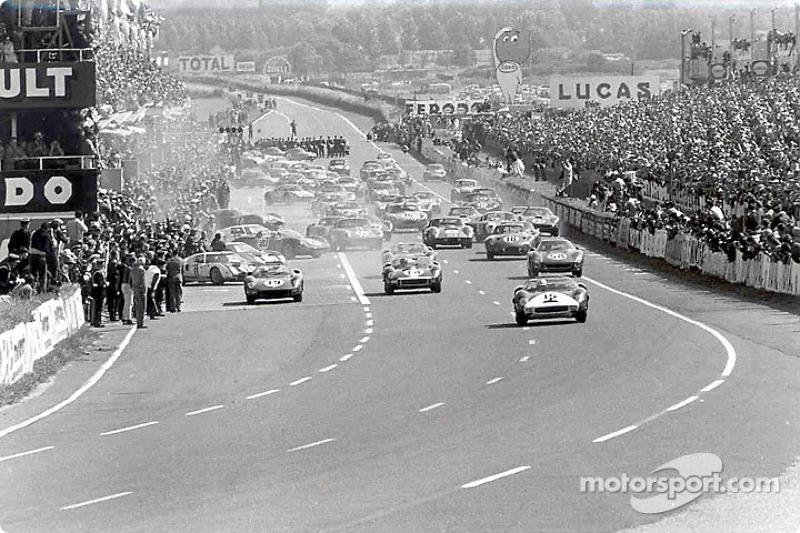 Al comienzo, Pedro Rodríguez a la cabeza en un Ferrari de NART
