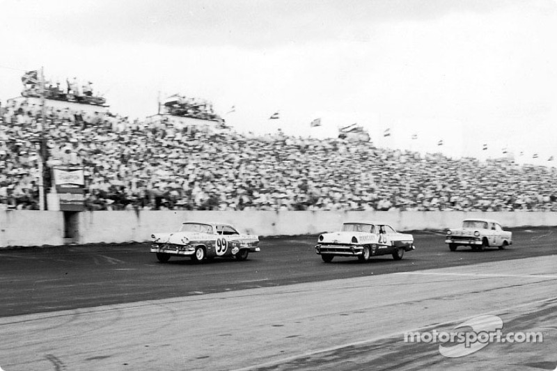 Curtis Turner (99) won the 1956 Southern 500 at Darlington by a two-lap margin; Jim Paschal (26) was sixth in a Bill Stroppe Mercury