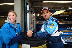 Yvan Muller, Chevrolet Cruz 1.6T, Chevrolet and his wife Severine