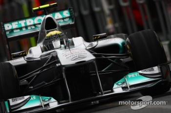 Rosberg thinks Red Bull is hard to catch