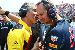 Nick Chester, Renault Sport F1 Team Chassis Technical Director with Paul Monaghan,Red Bull Racing Chief Engineer on the grid