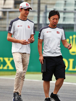 Esteban Gutierrez, Haas F1 Team walks the circuit with Ayao Komatsu, Haas F1 Team Race Engineer