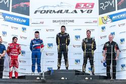 Podium: Sieger Roy Nissany, Lotus; 2. Matthieu Vaxiviere, SMP Racing; 3. Rene Binder, Lotus; Pietro Fittipaldi, Fortec Motorsports, bester Rookie