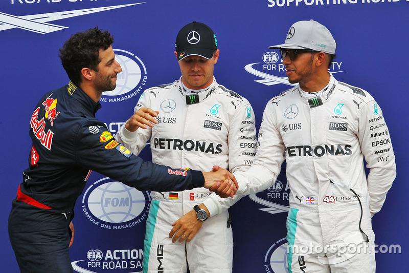I pimi tre delle qualifiche nel parco chiuso: Daniel Ricciardo, Red Bull Racing, terzo; Nico Rosberg, Mercedes AMG F1, pole position; Lewis Hamilton, Mercedes AMG F1, secondo