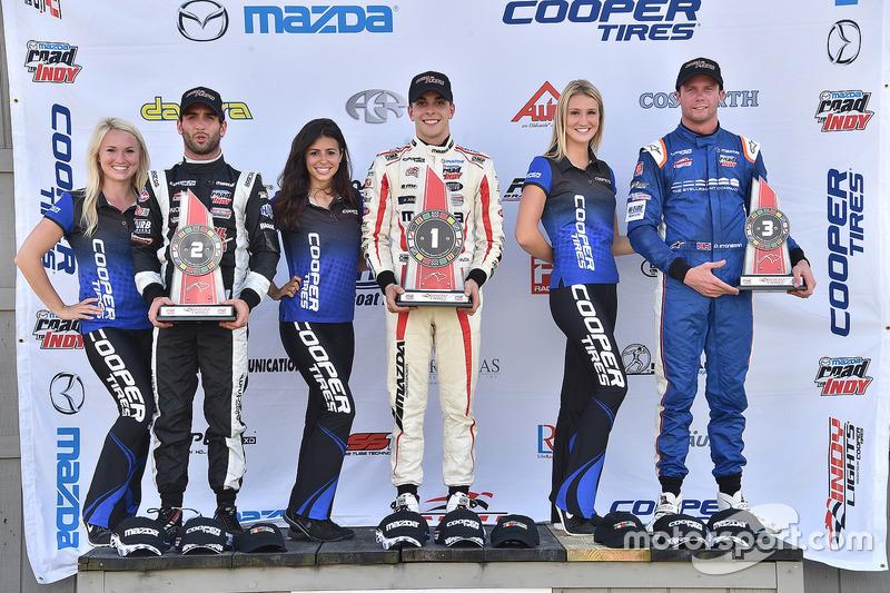 Podio: ganador de la carrera Santiago Urrutia, Schmidt Peterson Motorsports, segundo lugar André Negrao, Schmidt Peterson Motorsports, tercer lugar Dean Stoneman, Andretti Autosport