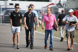 Jolyon Palmer, Renault Sport F1 Team with his brother Will Palmer and father Jonathan Palmer