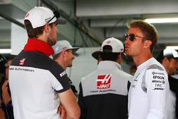 Ромен Грожан, Haas F1 Team та Ніко Росберг, Mercedes AMG F1 на параді пілотів