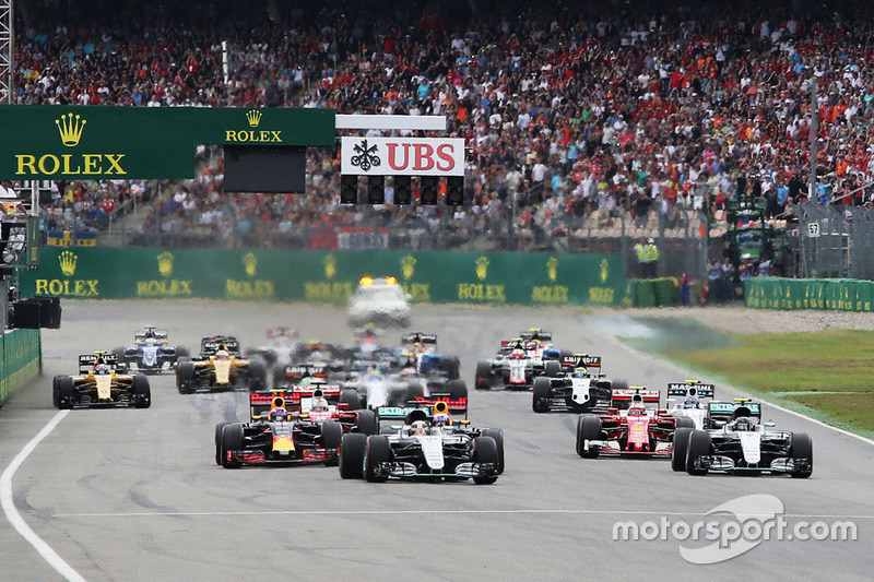 Lewis Hamilton, Mercedes AMG F1 W07 Hybrid leads at the start of the race