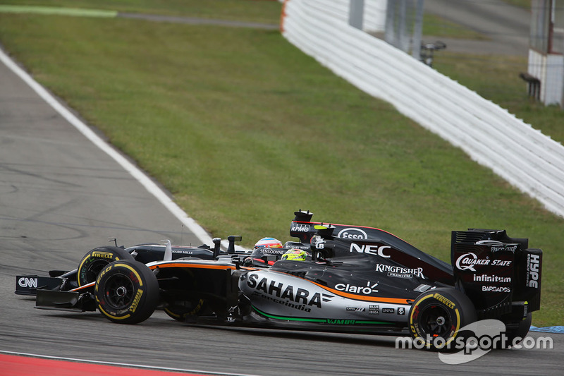 Fernando Alonso, McLaren MP4-31 y Sergio Pérez, Sahara Force India F1 VJM09