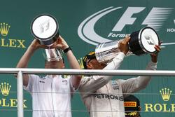 Podium: winner Lewis Hamilton, Mercedes AMG F1 celebrates with champagne