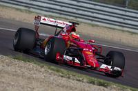 Esteban Gutierrez, a Ferrari a 2017-es specifikációjú Pirelli teszteli