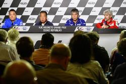 Кен Каваучи, технический менеджер команды Suzuki MotoGP, Шухей Накомото, вице-президент корпорации Honda, Куичи Тсуджи, главный менеджер подразделения по развитию Yamaha Motor, Джиджи Даллинья, главный менеджер Ducati Team