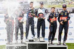 Podium : les vainqeurs Sébastien Ogier, Julien Ingrassia, Volkswagen Motorsport, les deuxièmes Daniel Sordo, Marc Marti, Hyundai Motorsport, et les troisièmes Thierry Neuville, Nicolas Gilsoul, Hyundai Motorsport