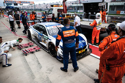 Auto von Maxime Martin, BMW Team RBM, BMW M4 DTM, nach Crash